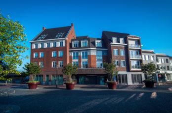 Appartementkomplex und Geschäfte Best