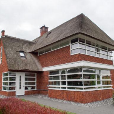 woonhuis sleeuwijk antigoon oranje rood genuanceerd steen